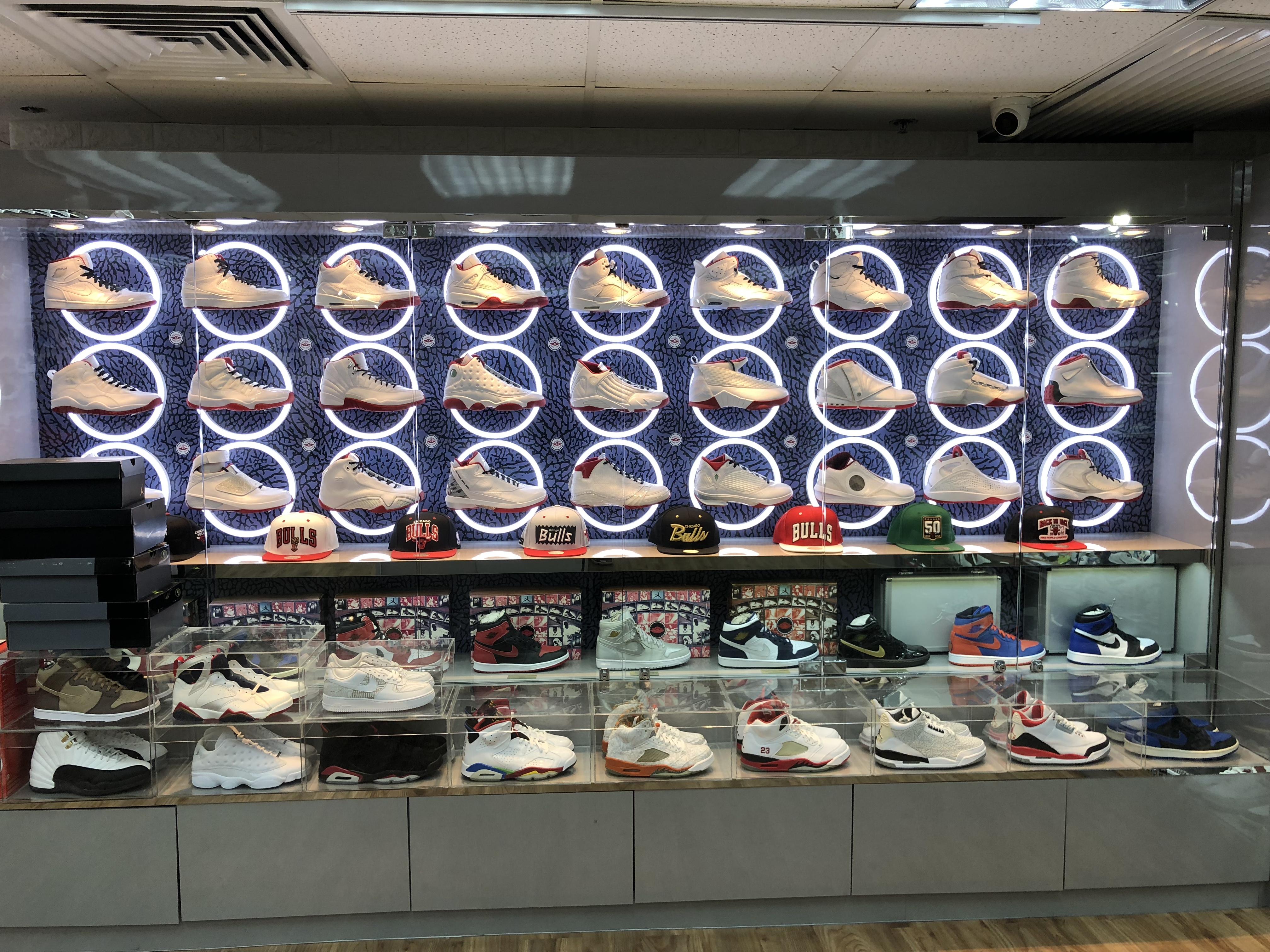 香港のスニーカーヘッズが集う場所 #モンコック #秘密のビル